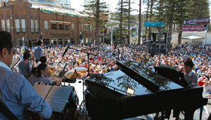 Big Wing at Manly Ocean Front stage